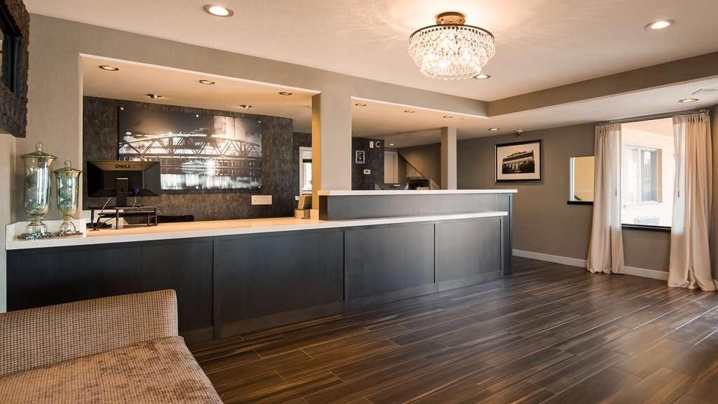 Best Western Petaluma Inn - Vista del vestíbulo