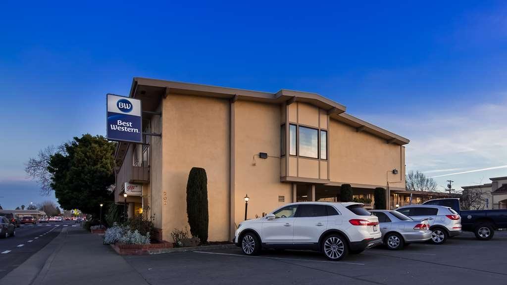 Best Western Petaluma Inn - Außenansicht