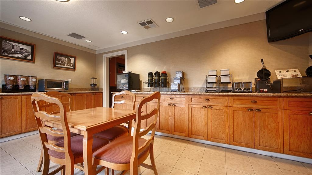 Best Western Petaluma Inn - Rise and shine with a complimentary breakfast every morning.