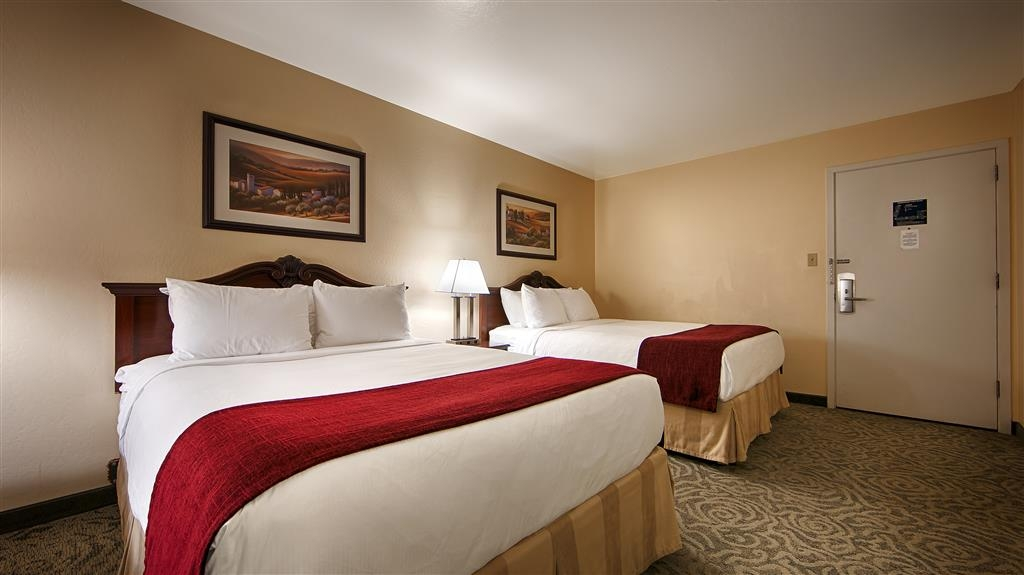 Best Western Petaluma Inn - If you're traveling with your family or group of friends, opt for our 2 queen guest room.