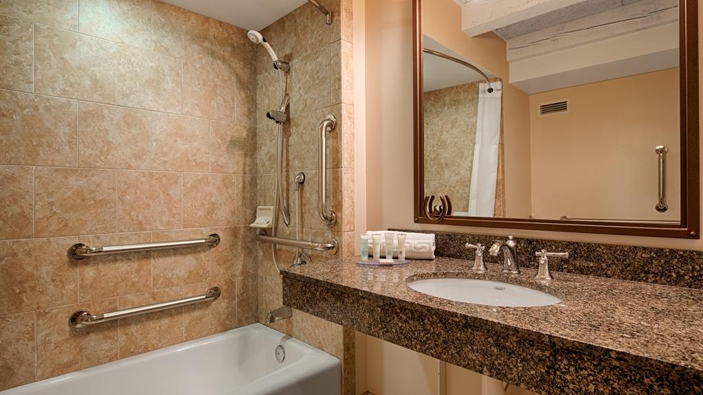 Best Western Outlaw Inn - Bathroom