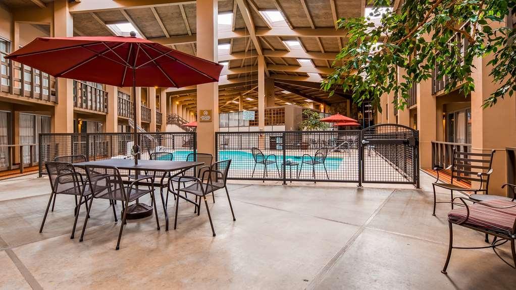 Best Western Outlaw Inn - Vista de la piscina