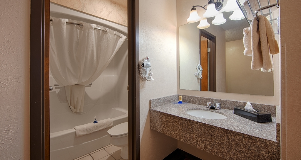 Best Western Tower West Lodge - Enjoy getting ready for your day in our fully equipped guest bathrooms.