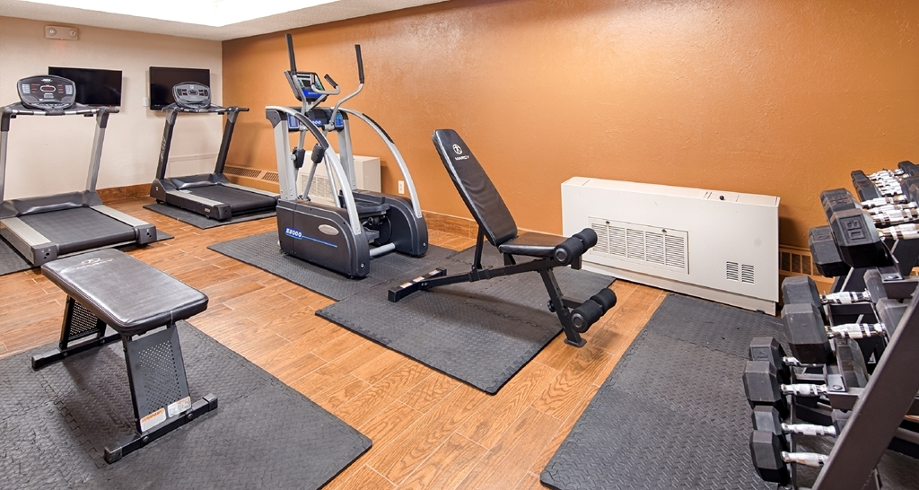 Best Western Tower West Lodge - Newly remodeled exercise room with treadmills, elliptical and new free weights.