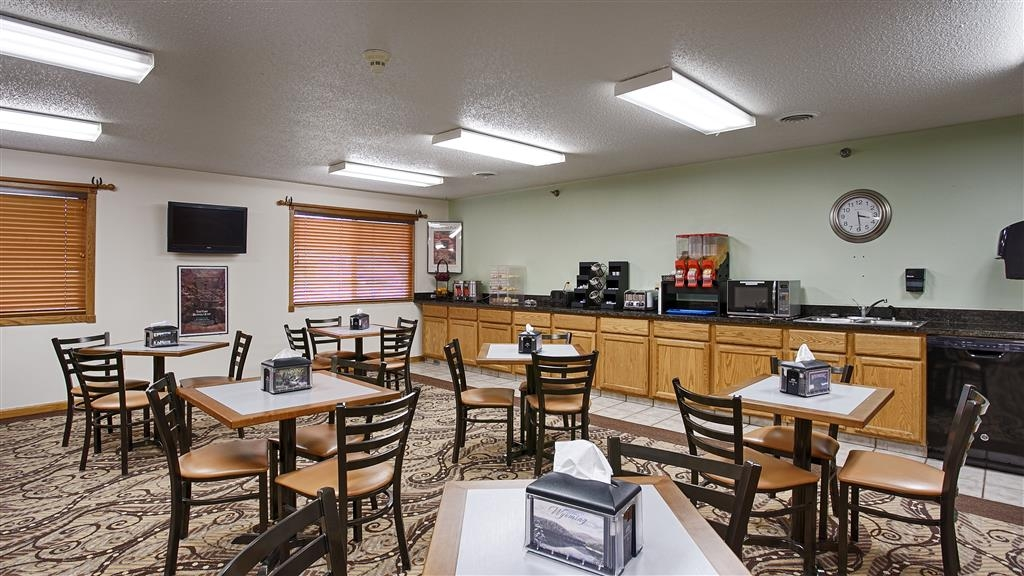Best Western Inn at Sundance - Enjoy omelets with your choice of filling, waffles, build your own breakfast sandwiches, fresh fruit, Greek yogurt, assorted breads & pastries.