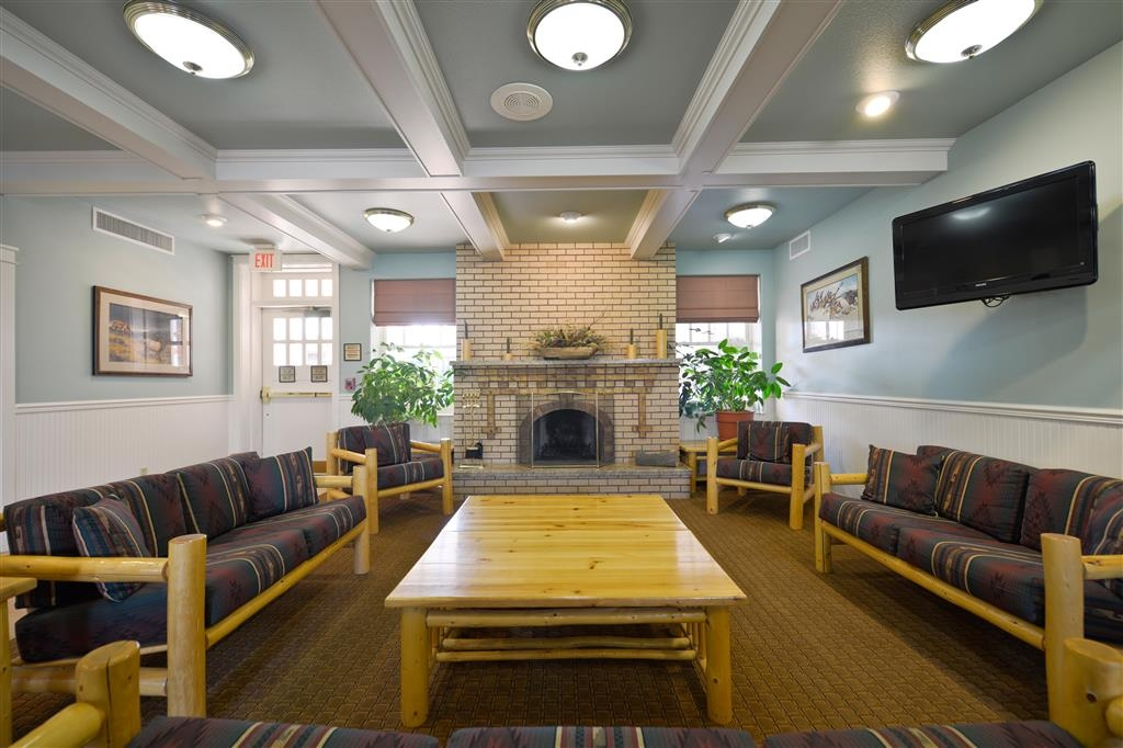 Best Western Plus Plaza Hotel - Our lobby seating area is cozy and comfortable, a great place to meet with friends, family or colleagues.