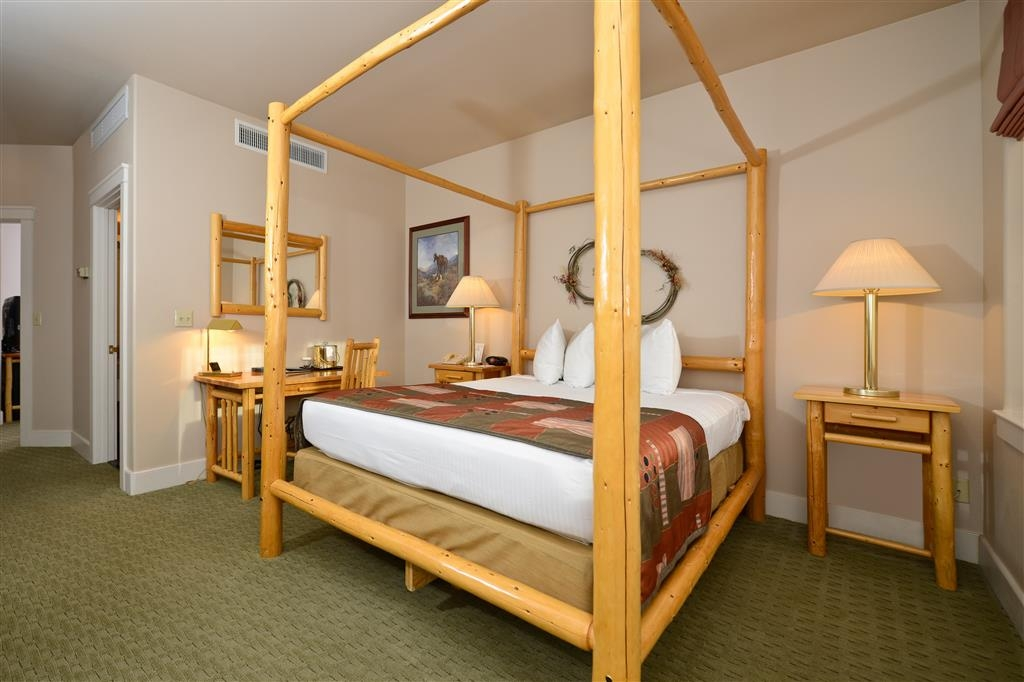 Best Western Plus Plaza Hotel - Enjoy our four-poster beds in our queen suites.