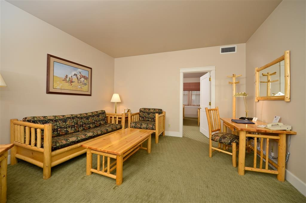 Best Western Plus Plaza Hotel - Our king suites offer a separate seating area for added privacy.