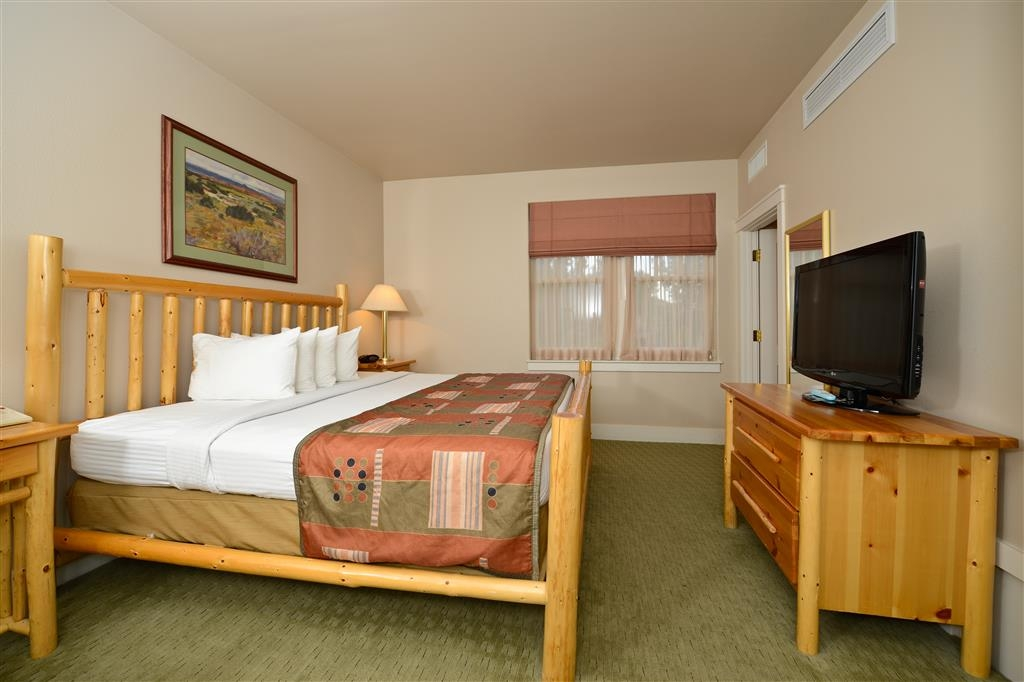 Best Western Plus Plaza Hotel - Stretch your legs in our spacious king suites.