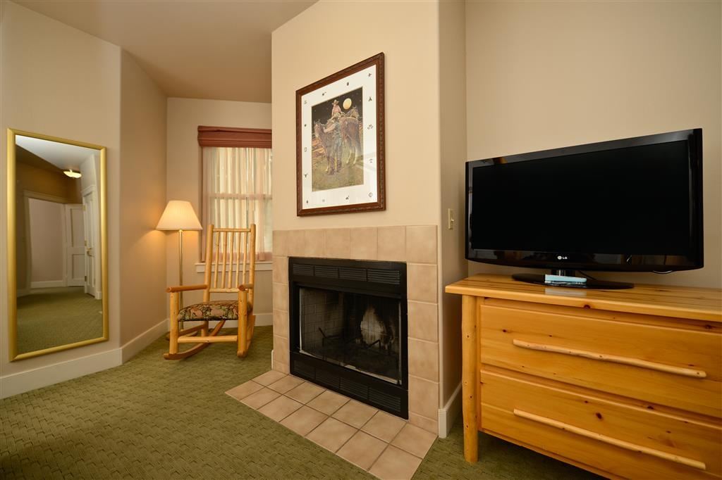 Best Western Plus Plaza Hotel - Our queen suites offer fireplaces in the bedroom for a romantic get-away.