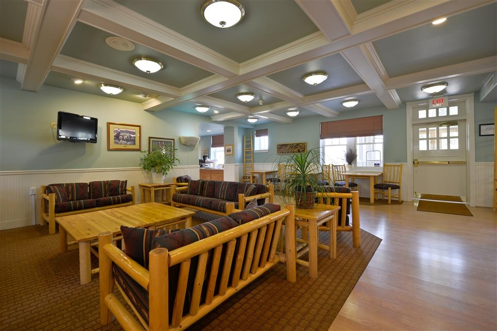 Best Western Plus Plaza Hotel - Our handsome lobby is a wonderful gathering place for you and your traveling companions.