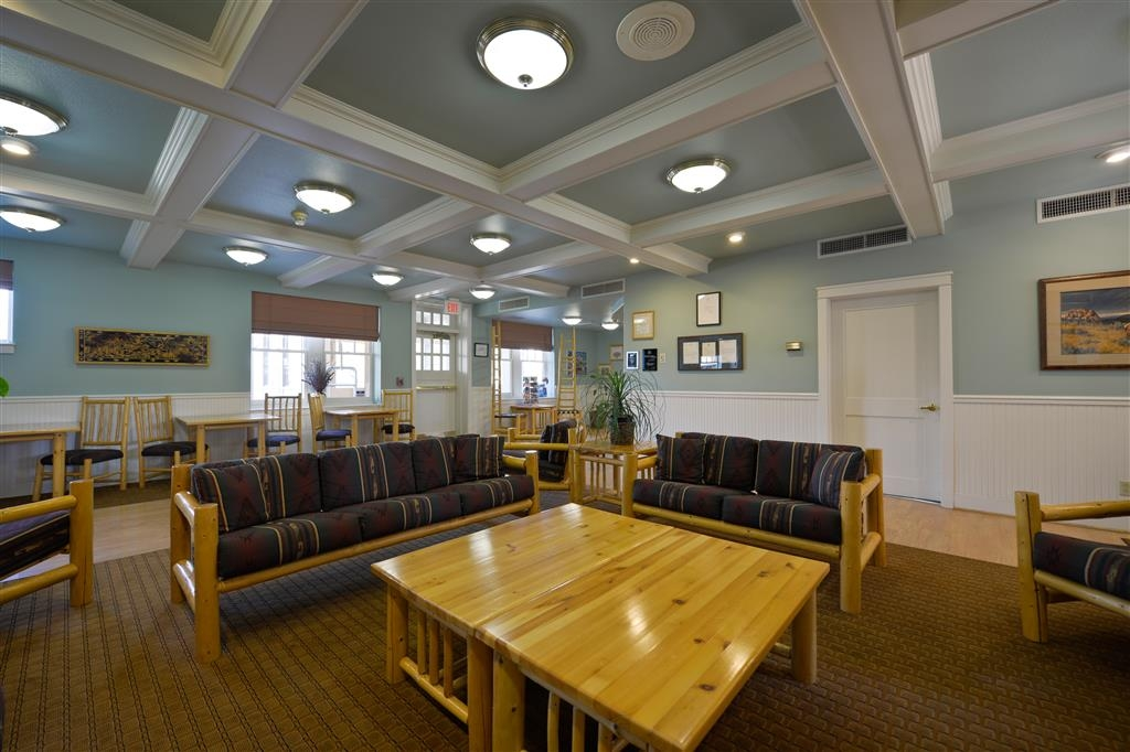 Best Western Plus Plaza Hotel - Our cozy seating area is a great place to enjoy your morning coffee, or your afternoon tea!