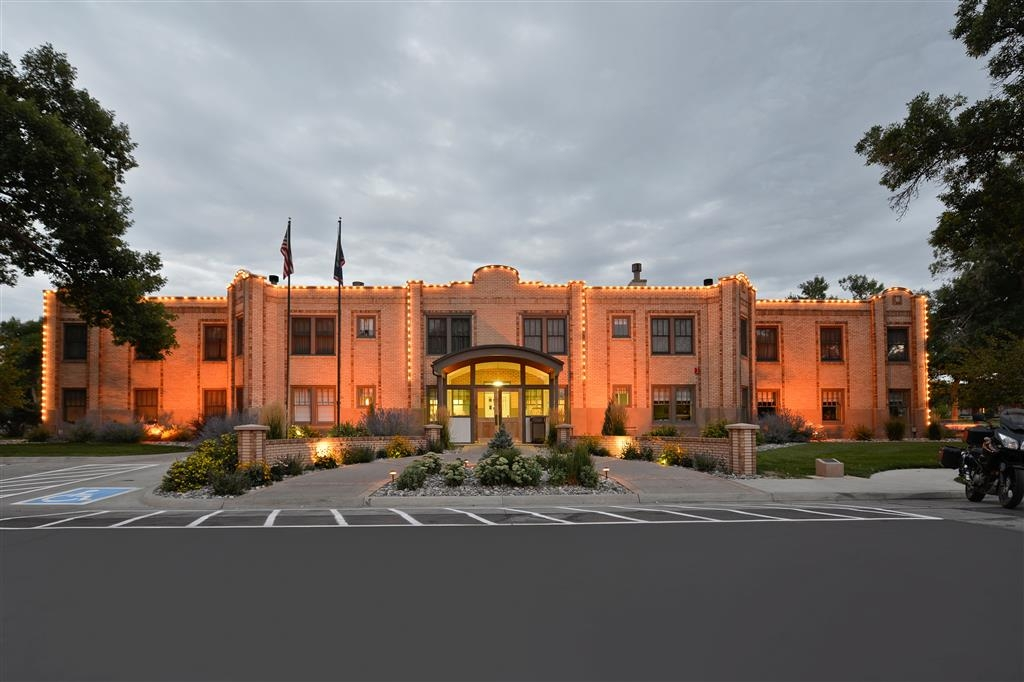 Best Western Plus Plaza Hotel - You'll find nothing but a warm welcome when you park!