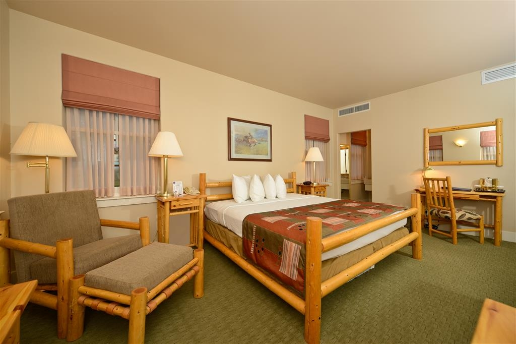 Best Western Plus Plaza Hotel - Our single king rooms are spacious enough for both relaxation and business.
