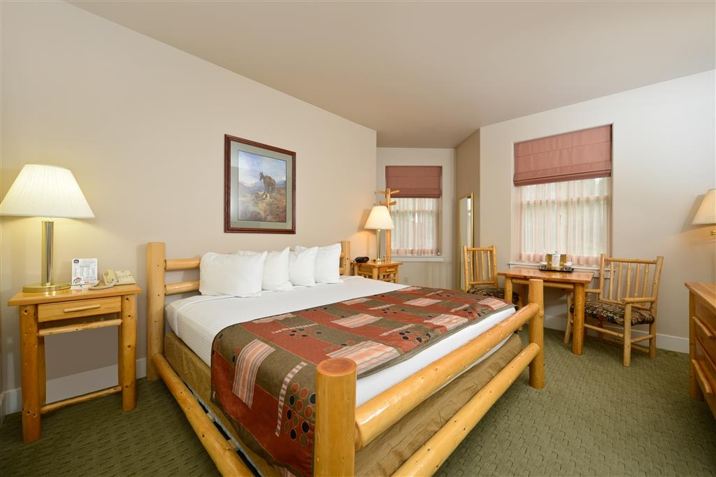 Best Western Plus Plaza Hotel - Our king suites are perfect for families!