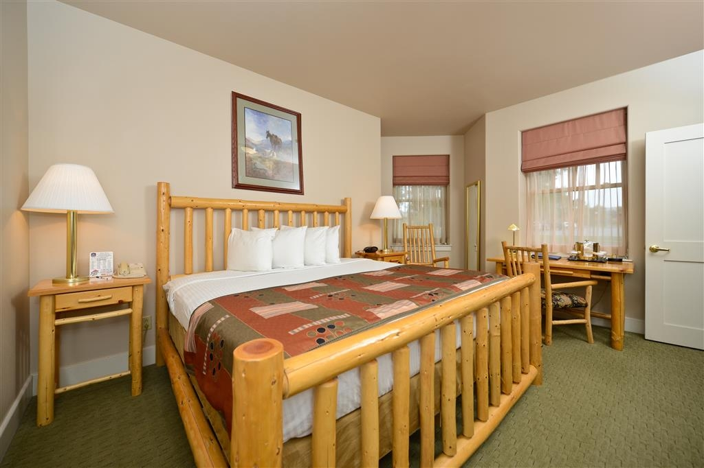 Best Western Plus Plaza Hotel - Our king family suites are both spacious and comfortable.