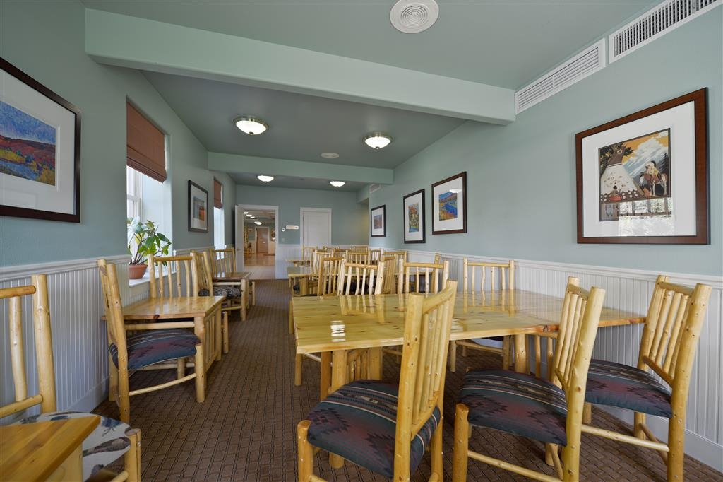 Best Western Plus Plaza Hotel - Our modest meeting room is available for small groups of up to 30.