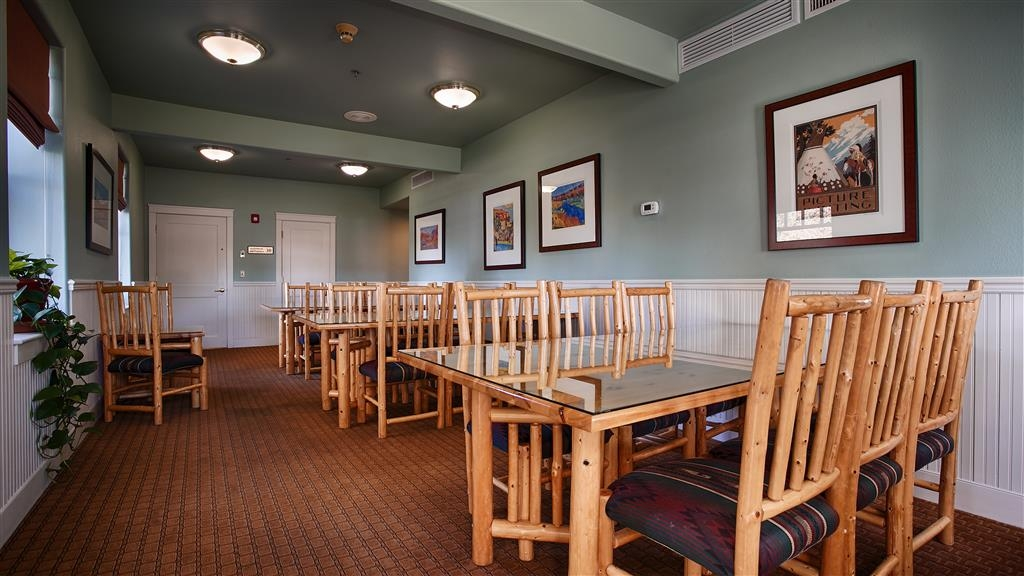 Best Western Plus Plaza Hotel - With ample seating, our breakfast seating area is the perfect place to enjoy a meal with your travel companions, or make new friends along the way!