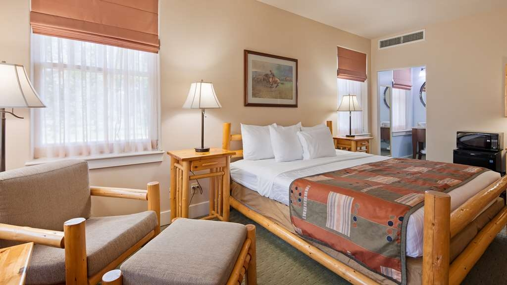 Best Western Plus Plaza Hotel - With a place to kick your feet up, the king bed rooms offer comfort and convenience.