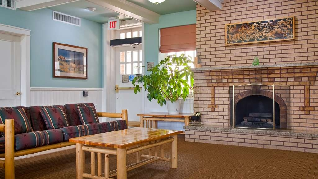 Best Western Plus Plaza Hotel - Our lobby features the original fireplace, which is almost 100 years old!