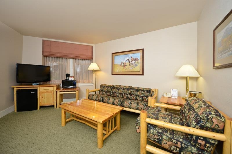 Best Western Plus Plaza Hotel - Our king business suites offer all the comfort that our business travelers would expect.