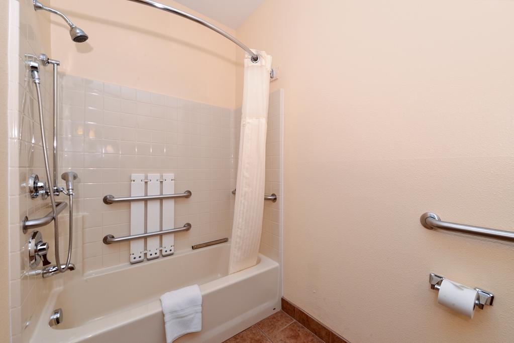 Best Western Laramie Inn & Suites - Bathroom