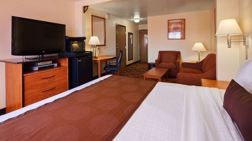 Best Western Laramie Inn & Suites - King Room with Sofabed
