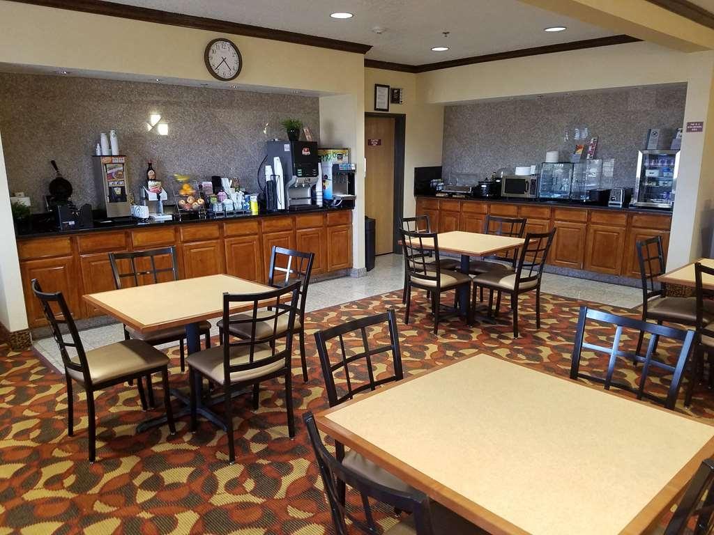Best Western Laramie Inn & Suites - Breakfast Area
