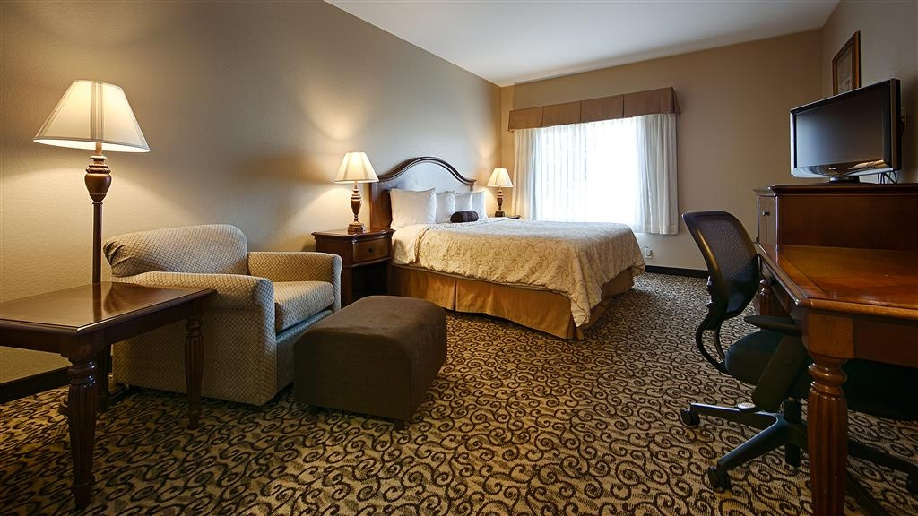 Best Western Plus Fossil Country Inn & Suites - This room features 1 King sized bed.