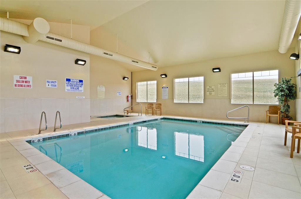 Best Western Plus Fossil Country Inn & Suites - Take a refreshing dip in our sparkling swimming pool.