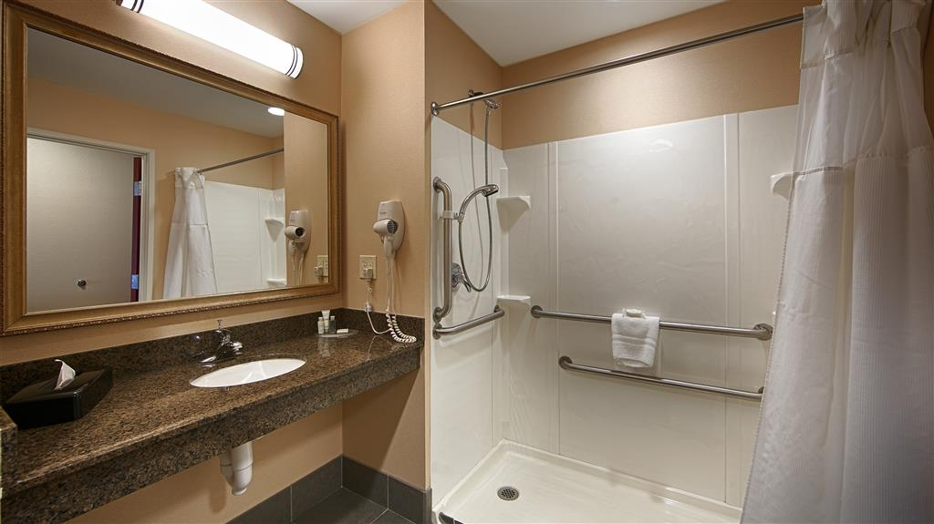 Best Western Plus Fossil Country Inn & Suites - Guest Bathroom