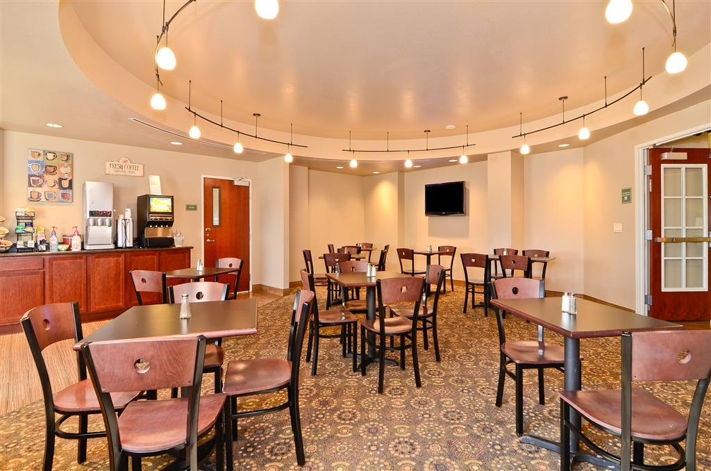 Best Western Plus Fossil Country Inn & Suites - Enjoy a complimentary breakfast each morning in our hotel breakfast area.