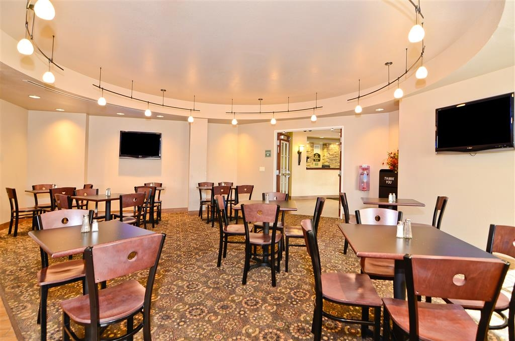 Best Western Plus Fossil Country Inn & Suites - Seating available in our breakfast area.