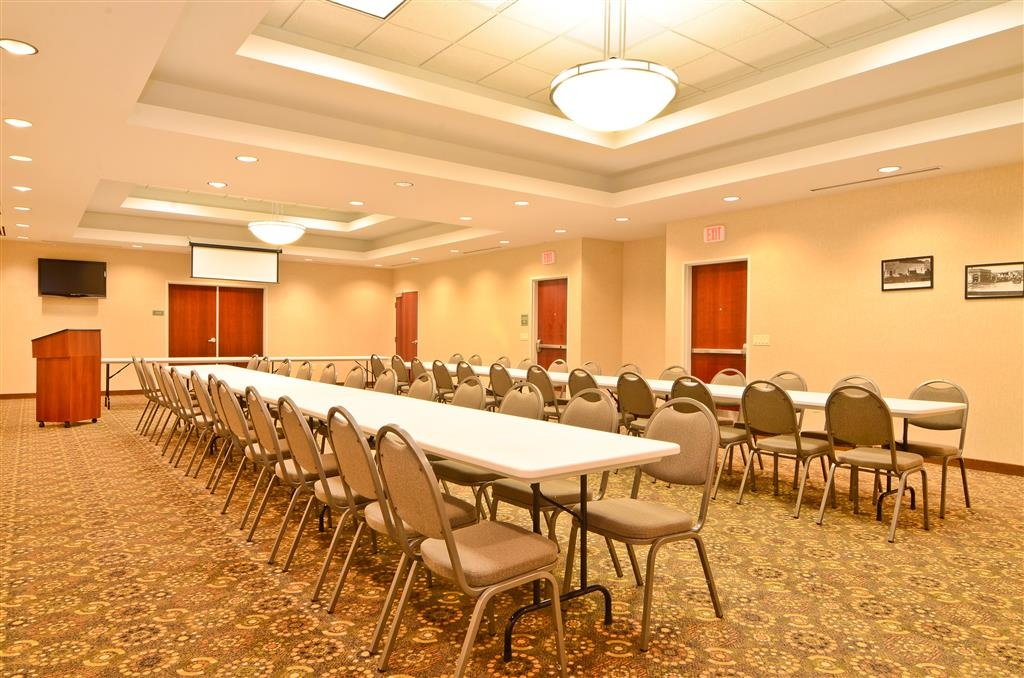 Best Western Plus Fossil Country Inn & Suites - Our meeting room offers the AV equipment you'll need for a successful event.