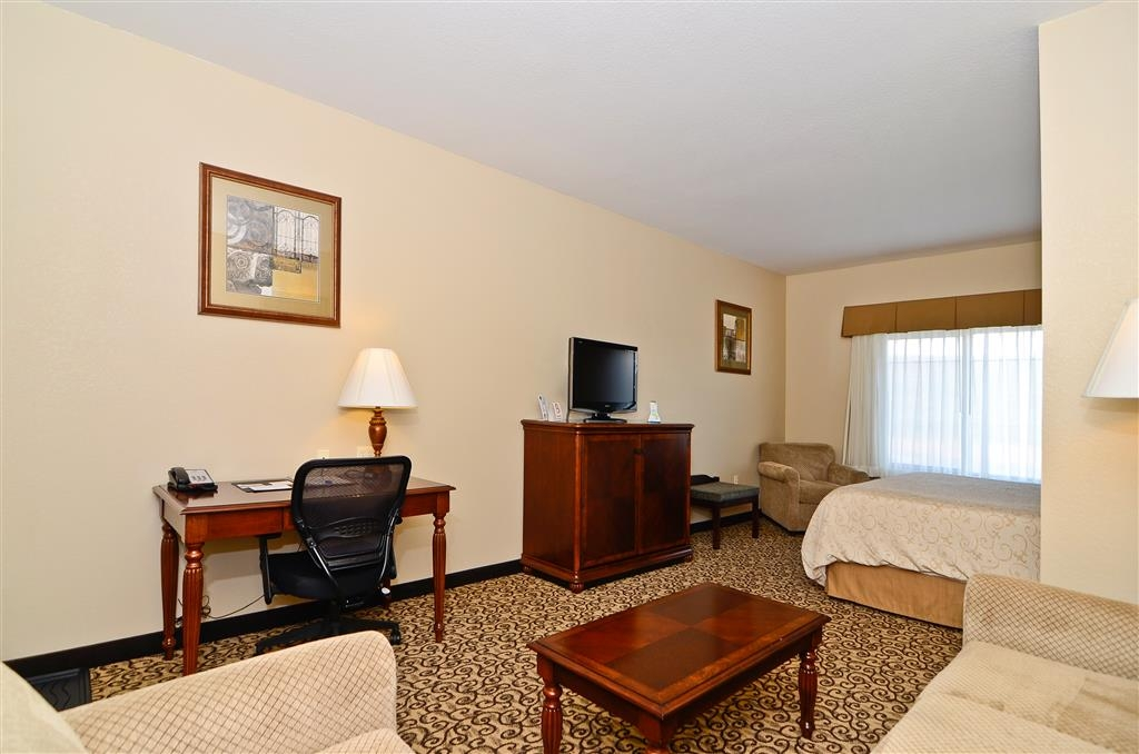 Best Western Plus Fossil Country Inn & Suites - Book our spacious king suite, you deserve it!