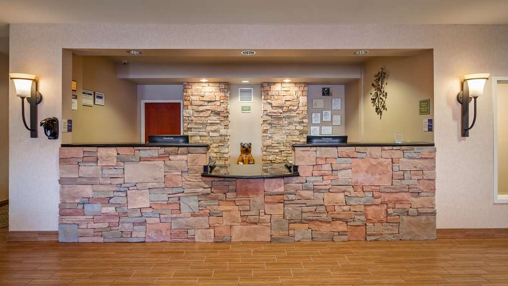 Best Western Plus Fossil Country Inn & Suites - Front Desk
