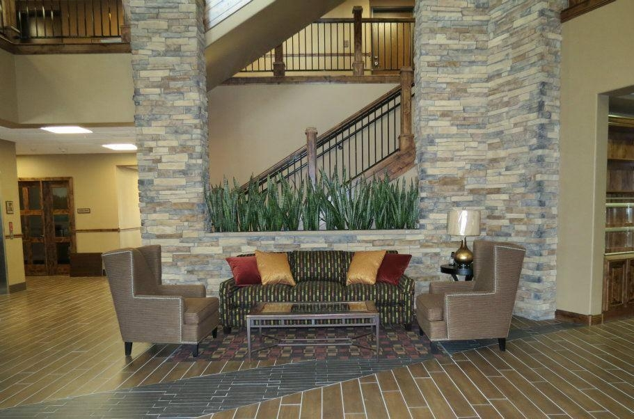 Best Western Premier Ivy Inn & Suites - Our lobby is the perfect spot to relax after a long day of work and travel.
