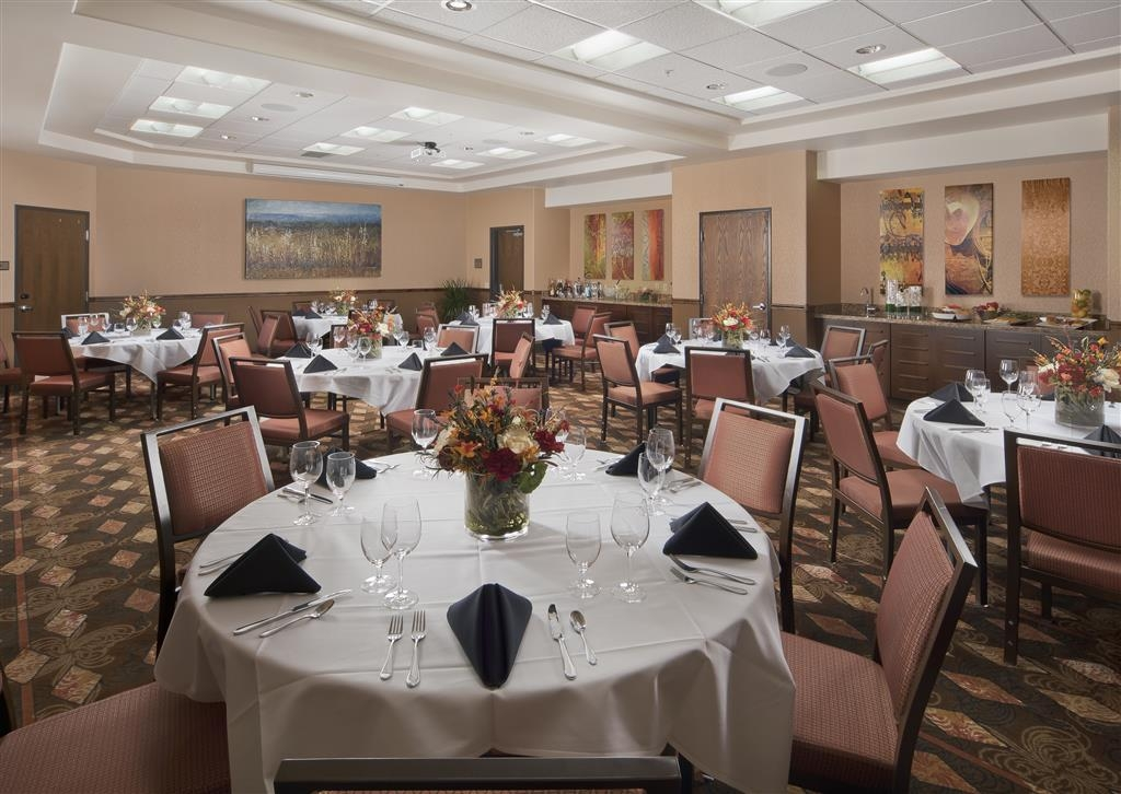 Best Western Premier Ivy Inn & Suites - We can cater your next meeting event with a variety of menu options.