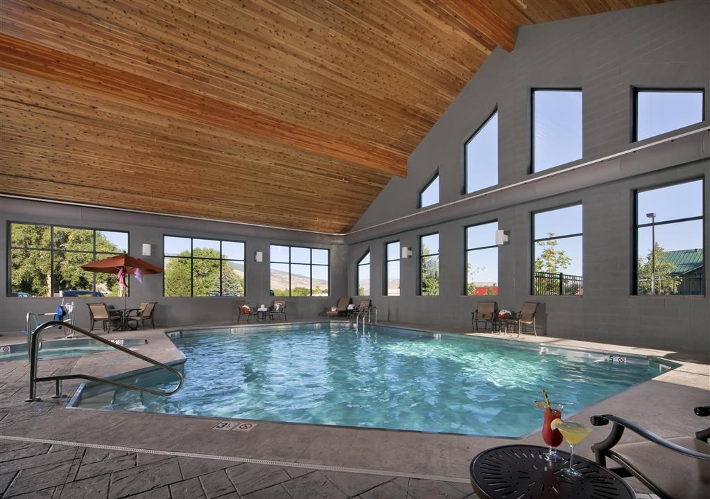 Best Western Premier Ivy Inn & Suites - The indoor pool is perfect for swimming laps or taking a quick dip.