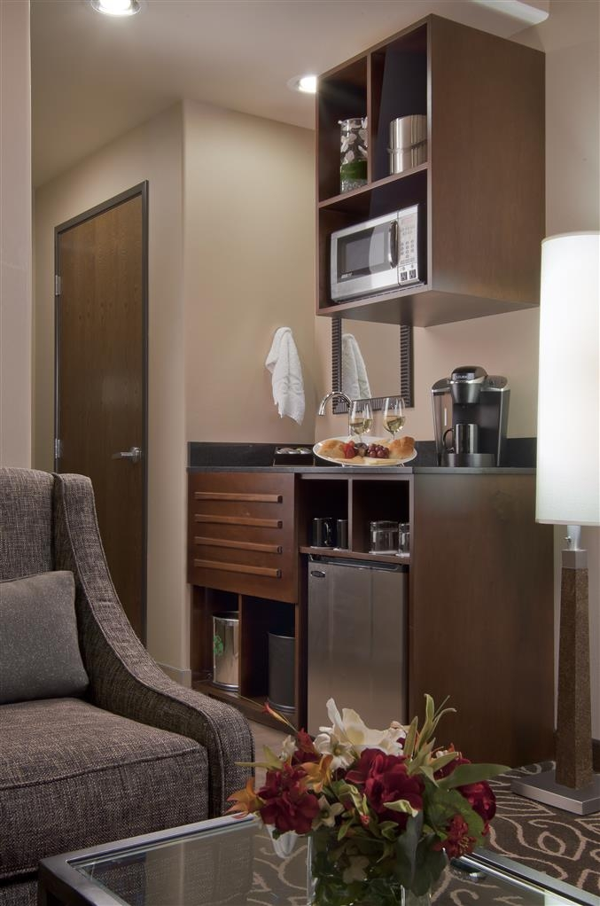 Best Western Premier Ivy Inn & Suites - Wet bar available in all rooms except mobility accessible rooms.