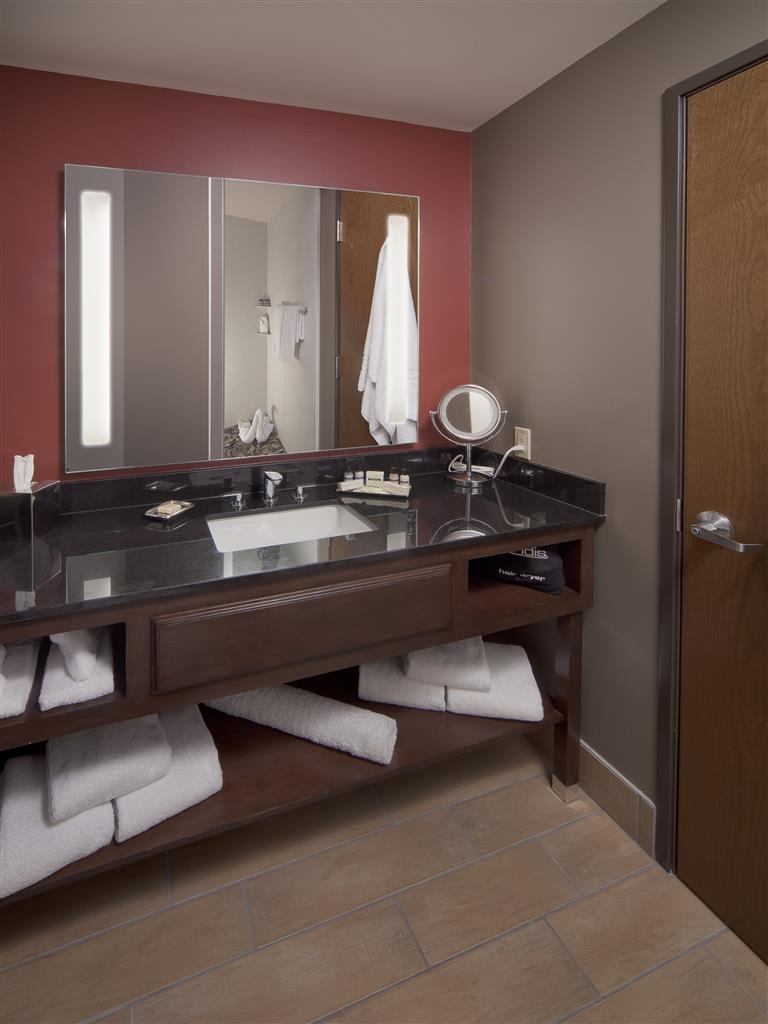 Best Western Premier Ivy Inn & Suites - One of the bathrooms in our two queen beds suite.