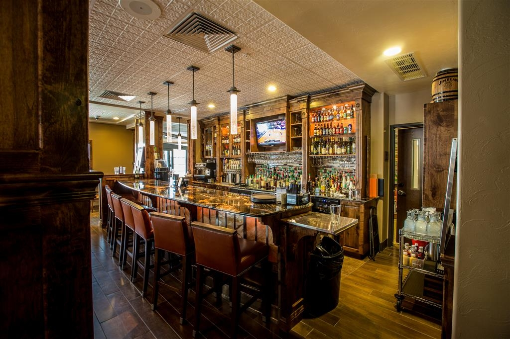 Best Western Premier Ivy Inn & Suites - Hotel Bar/lounge