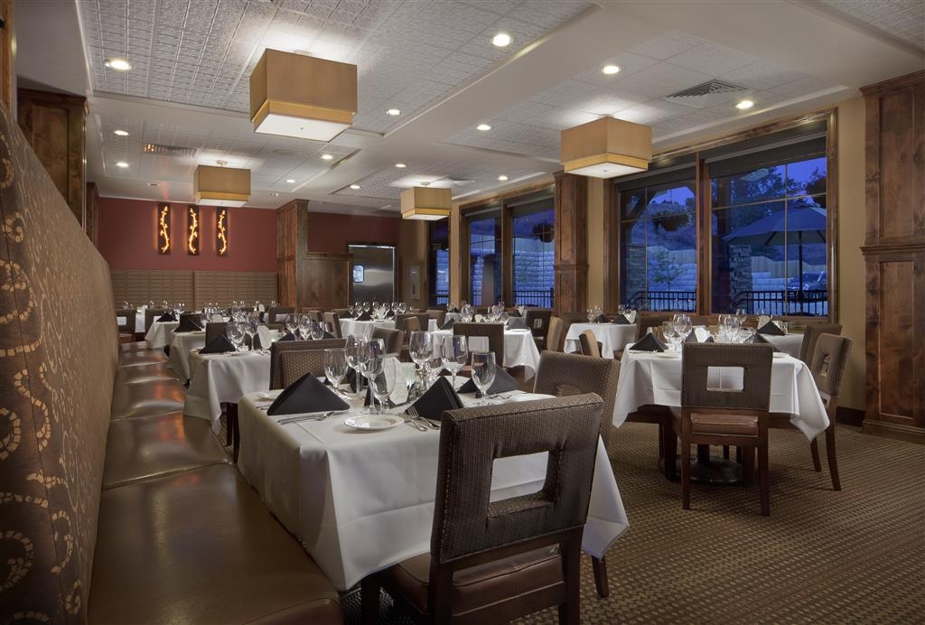 Best Western Premier Ivy Inn & Suites - The 8th Street Restaurant serves breakfast, lunch and dinner daily.