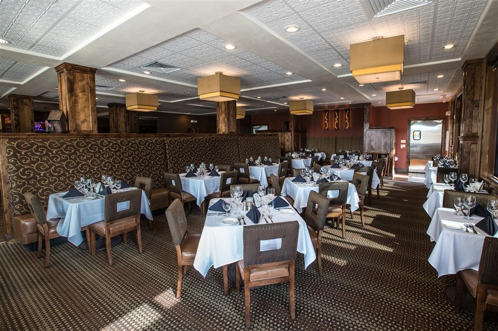 Best Western Premier Ivy Inn & Suites - Experience the difference in fine dining at the 8th Street Restaurant & Bar.