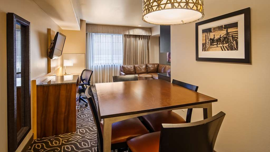 Best Western Premier Ivy Inn & Suites - King 1 room suite with pullout couch