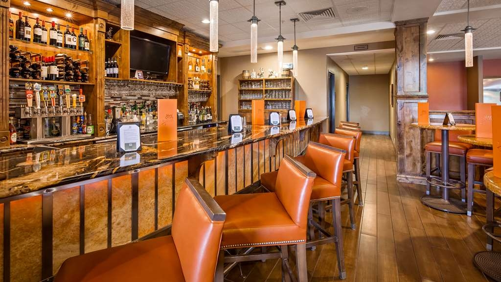 Best Western Premier Ivy Inn & Suites - 8th Street at the Ivy Bar Seating