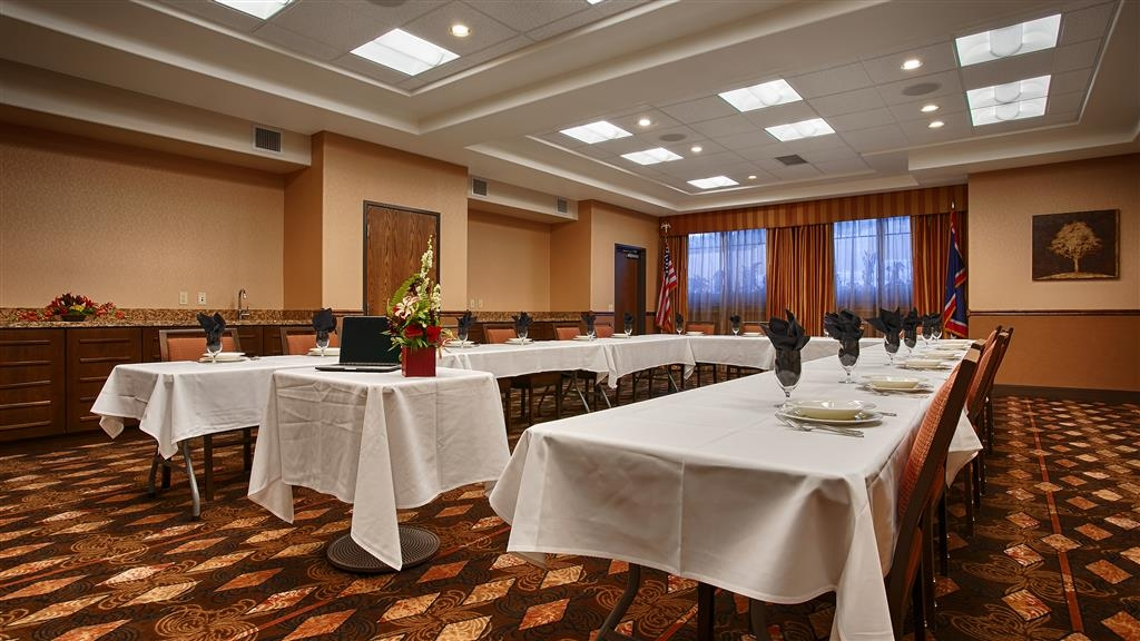 Best Western Premier Ivy Inn & Suites - Whatever your banquet needs are, the Best Western Premier Ivy Inn & Suites will take care of it in our spacious banquet room.