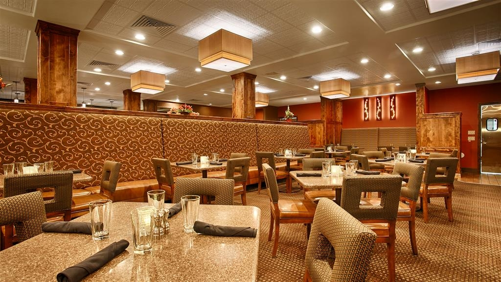 Best Western Premier Ivy Inn & Suites - Enjoy a variety of delicious food in our full-service restaurant open daily.