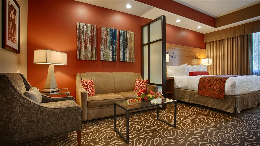 Best Western Premier Ivy Inn & Suites - Settle in for the evening and relax in our comfortable suite living area.