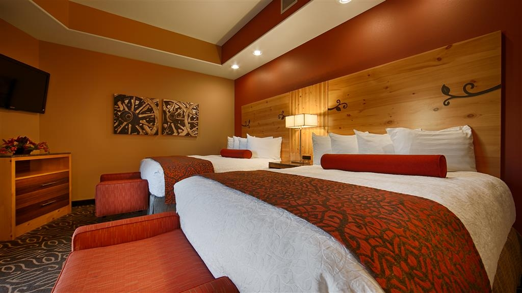 Best Western Premier Ivy Inn & Suites - Experience comfort in one of our rooms with two beds.